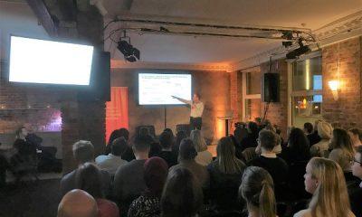 Foredragsholder foran publikum på Mobile Pulse