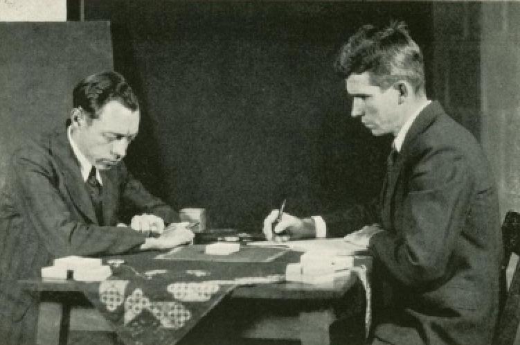 To menn ved spillebord